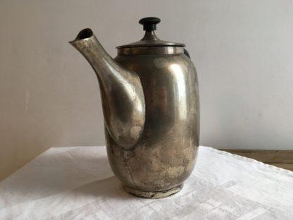 Vintage verweerde metalen koffiepot jaren 20