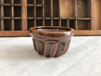 Bruin aadewerken mini puddingvorm